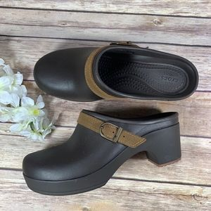 Crocs Sarah Brown Clog Mule Shoes Women Size 6